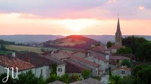 Coucher de soleil sur le village pris de la Tour